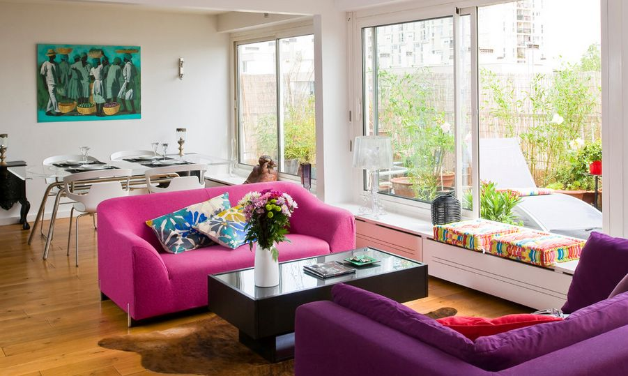 How to efficiently arrange the furniture in a small living for Sitting room couches