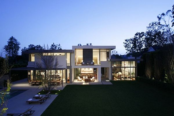 Modern brentwood residence in los angeles california for Big modern houses pictures