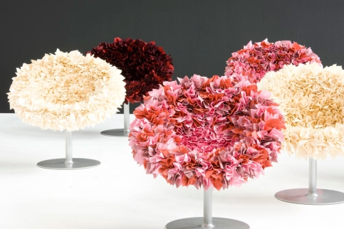Flowers are fragile and soft. These features also characterize the  bouquet chairs designed by Yoshioka Tokujin.These types of chairs look  like beautiful ...