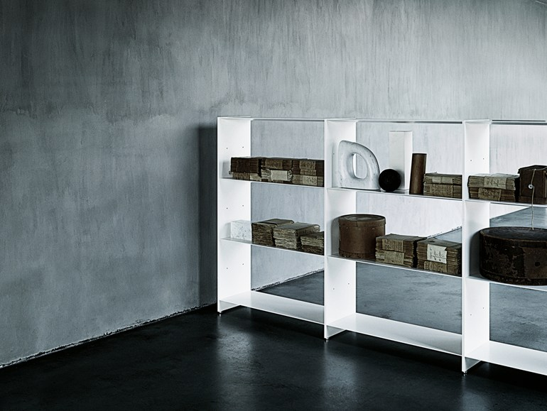 Sectional extruded aluminium shelving unit