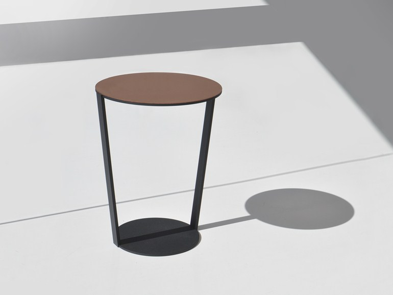 Bensen round side table