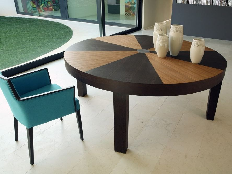 Roma round dining table