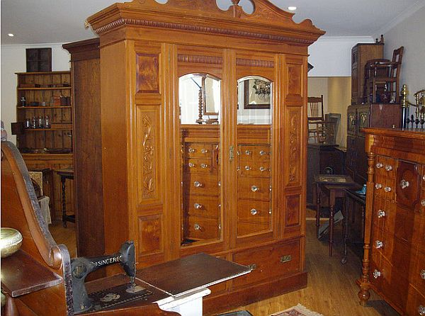 How to identify and buy antique furniture for Where can i buy vintage furniture