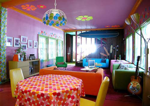 Beautiful colorful beach house interior in santa monica for Pretty interior house colors