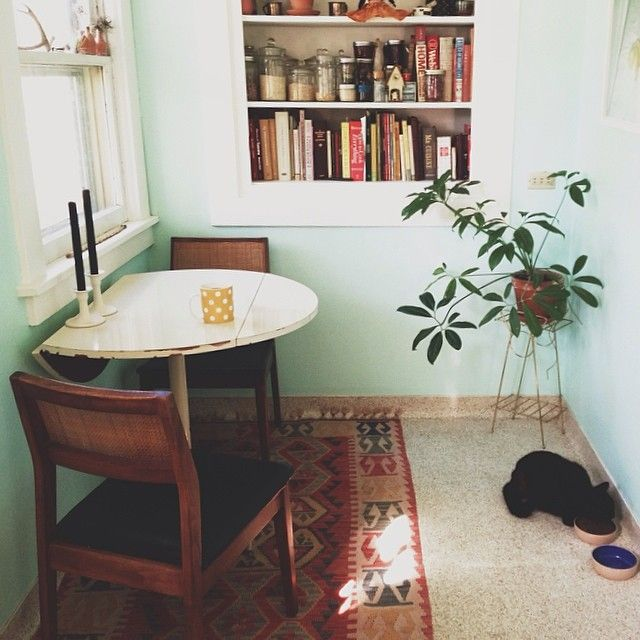 How to choose dining tables for small spaces - Small apartment dining room ...