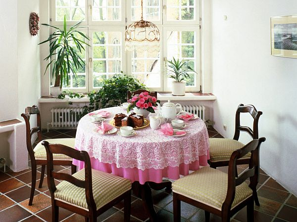 decorate a small dining room | Interior Decorating Ideas for Small Dining Rooms