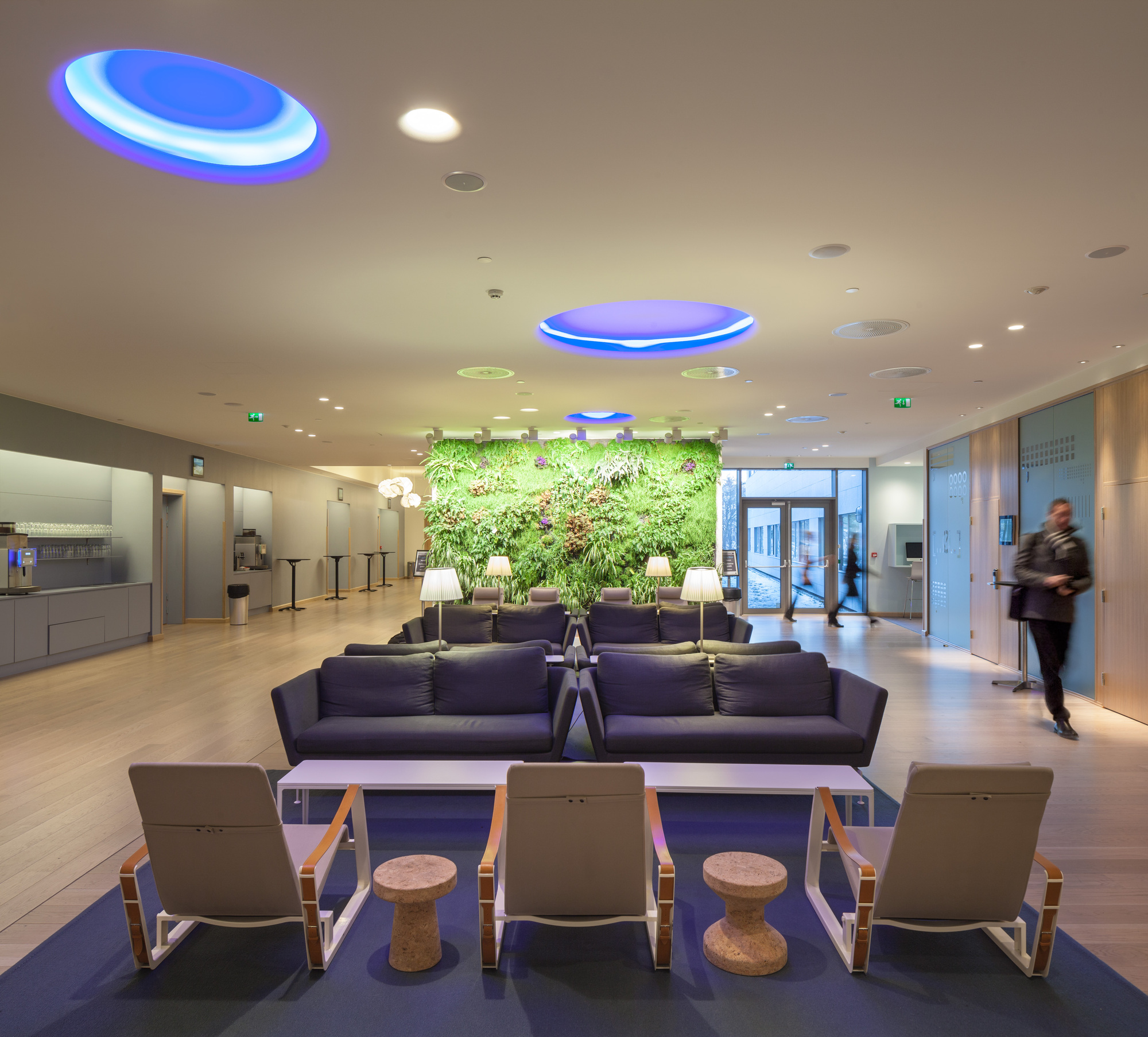 Hotel Foyer Lighting Uk : How to decorate a lobby