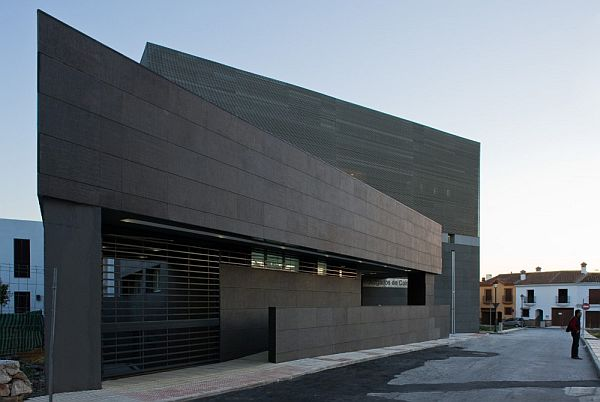 Abstract co n courthouse by donaire arquitectos for Black stone house