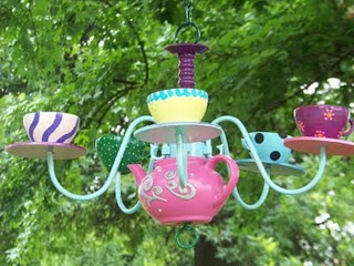 alice-in-wonderland-inspired-diy-teapot-chandelier-1