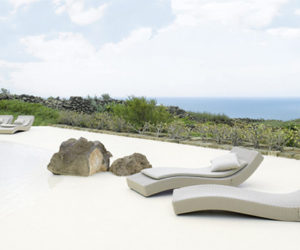 Wave outdoor lounger by Paola Lenti