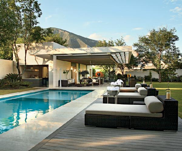 15 poolside area design ideas and how to change your house for Pileta palets