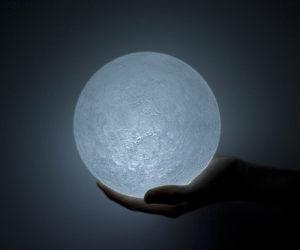 Mysterious Nosigner's Lunar LED Lamp