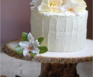 Lovely DIY Outdoor Cake Stand