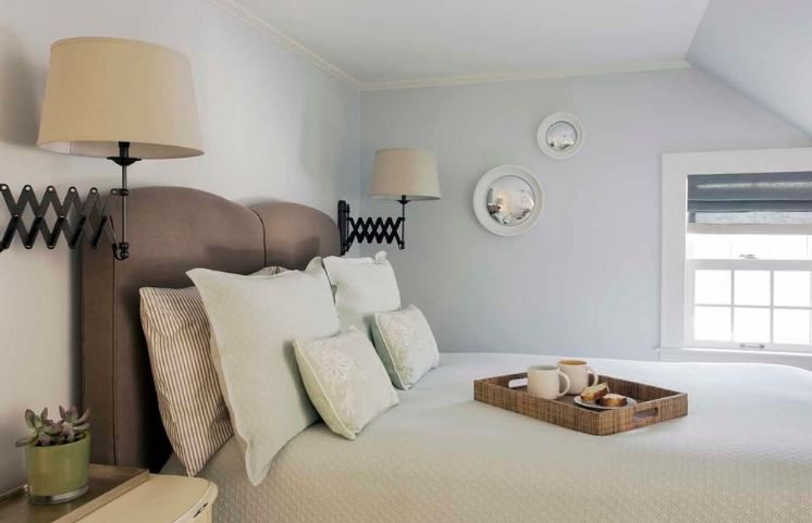 Bedroom lighting with accordeon lamps above the head
