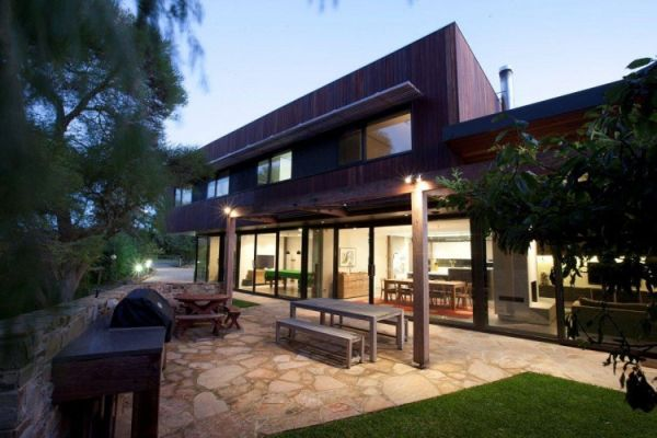 Challenging eco friendly house in australia point for Australian beach house designs