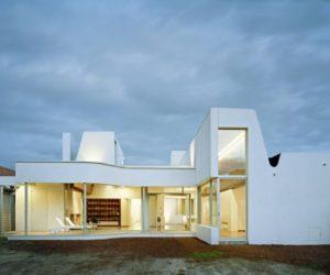 Dynamic Shaped House by Sharif Abraham Architects