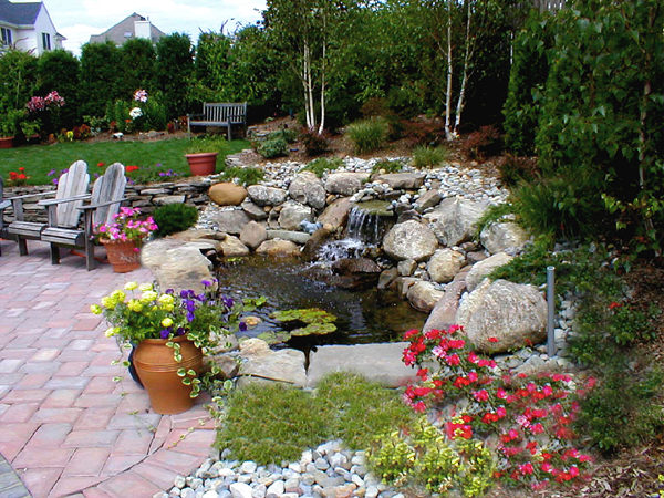 4 home waterfalls ideas for Build a simple backyard waterfall
