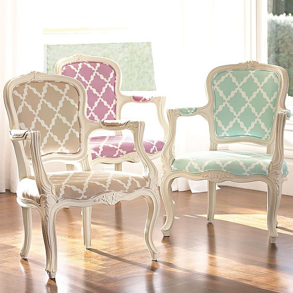 Add a vintage parisian style with lattice ooh la la armchair for Sillas tapizadas estampadas