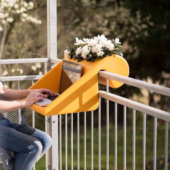 Small balcony desk design