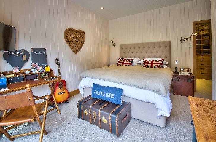 Teenage traveler bedroom interior design