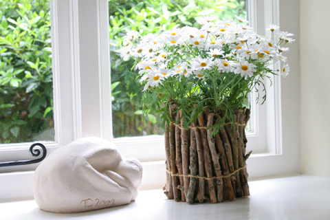 Window twigs flower pot