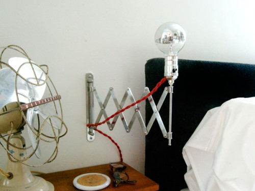 cute-and-simple-expandable-bedside-lamp-1-500x376