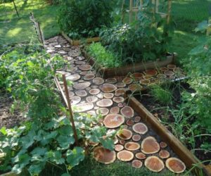 Good How To Lay A Flagstone Pathway In An Existing Lawn · Lovely DIY Garden  Paths Of Wood Slabs