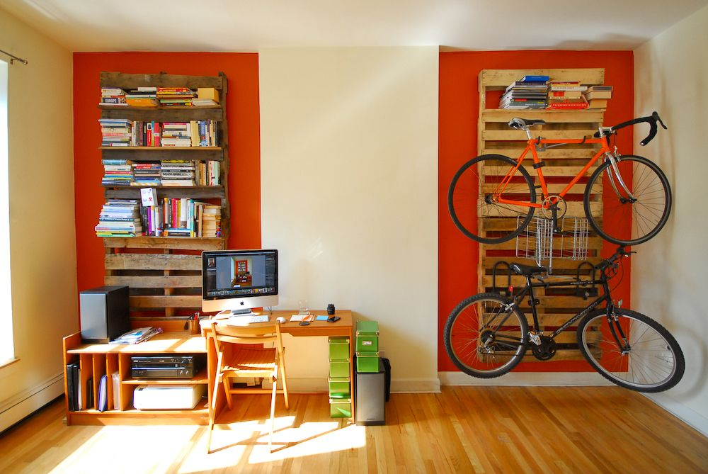 diy-shipping-pallet-bookshelf-and-bike-rack