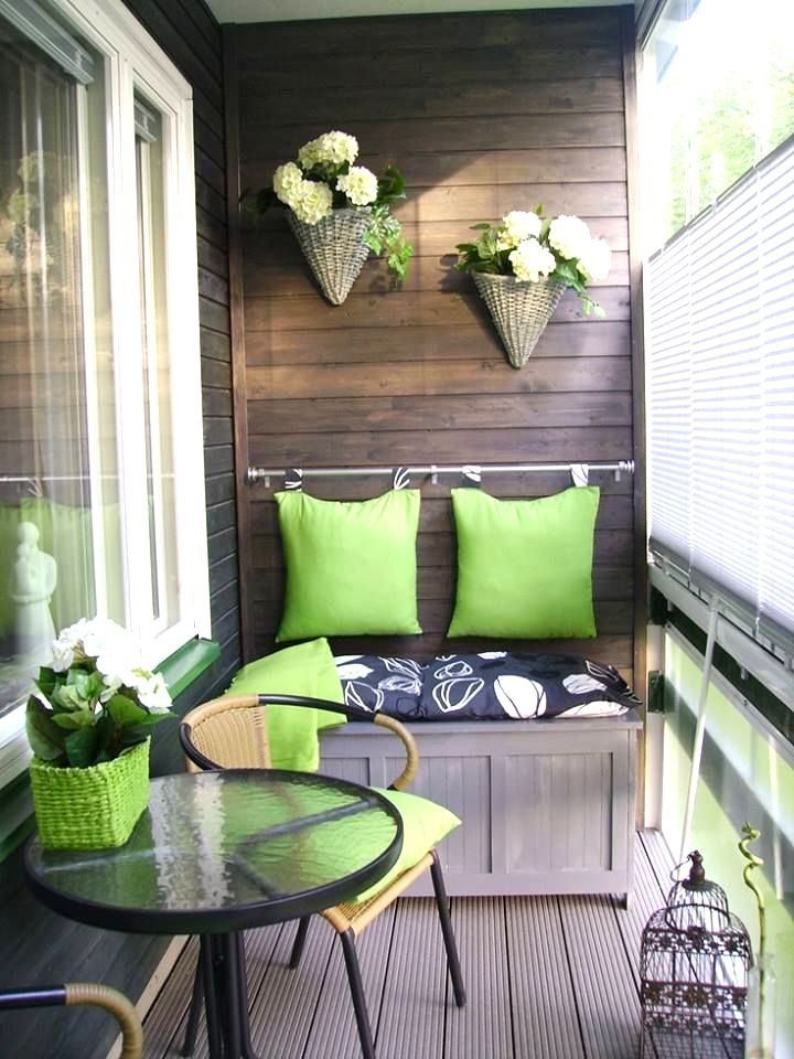 How to decorate a balcony in an apartment for Apartment porch decorating ideas