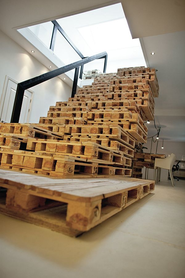 Pallet staircase. 21 Ways Of Turning Pallets Into Unique Pieces Of Furniture