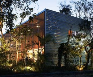 Summer House by Andrade Morettin Arquitetos