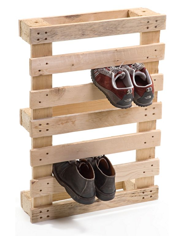 Mudroom Pallet Shoe Rack.