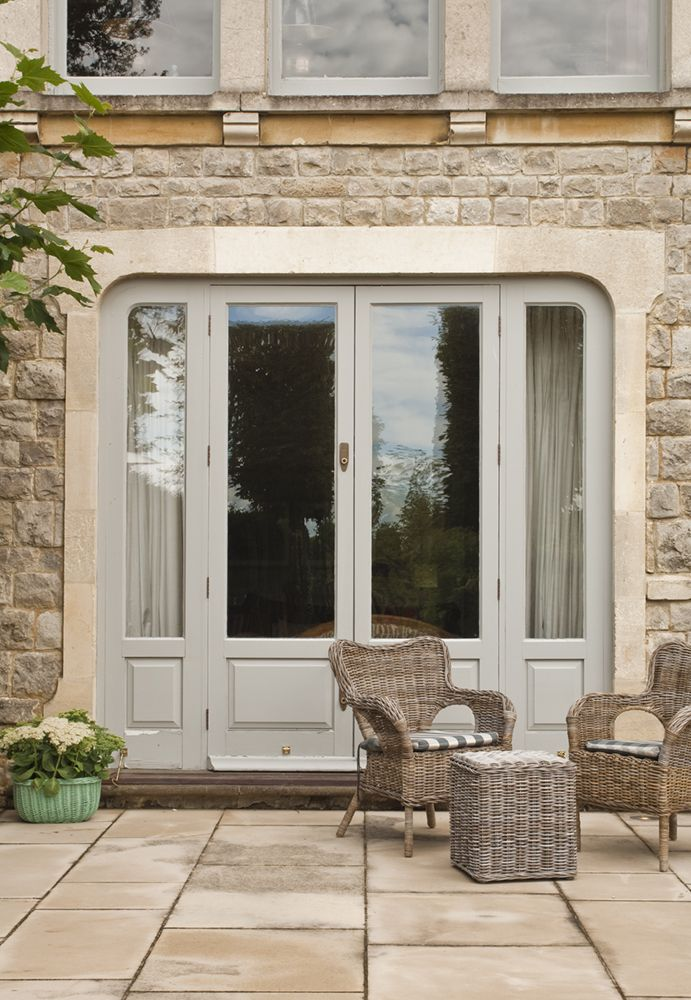 How to add romantic flair to your home with french windows for Door design with highlighter
