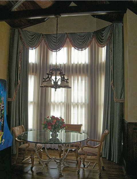 how to choose curtains for bay windows. Black Bedroom Furniture Sets. Home Design Ideas
