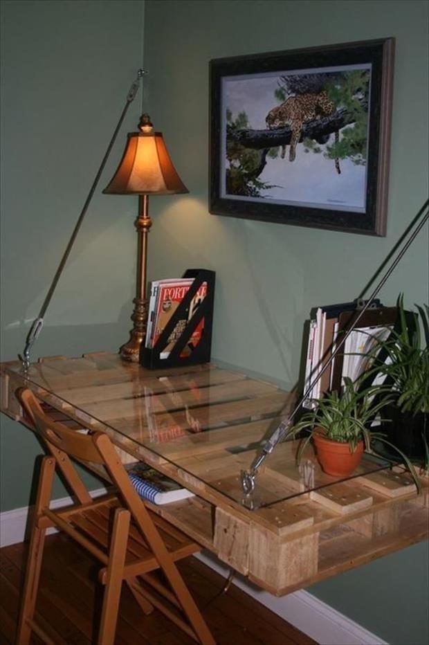 Hanging pallet desk