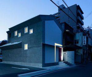 House facade shaped like a keyhole by EASTERN Design Office