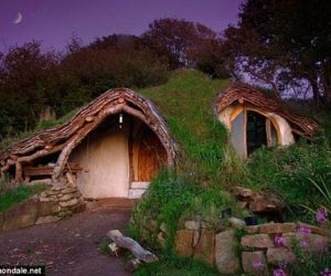 The hobbit house – built in four month with only a chisel and a hammer