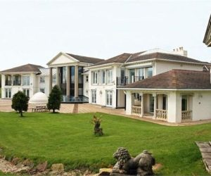 Opulent country mansion for sale