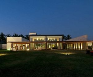 House in India surrounded by nature and vegetation