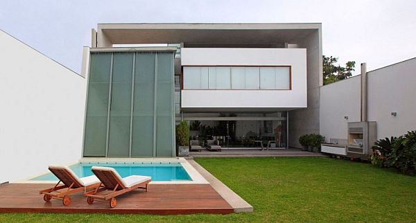 Contemporary Residence Called Casa AR in San Isidro by