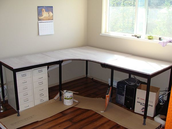 20 diy desks that really work for your home office for Mesa esquinera ikea