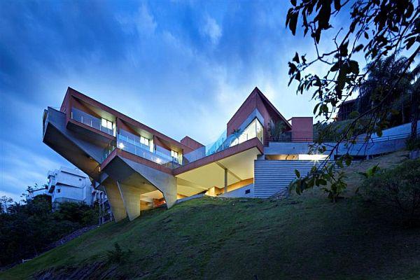 Contemporary Single-Family Vila Castela Residence