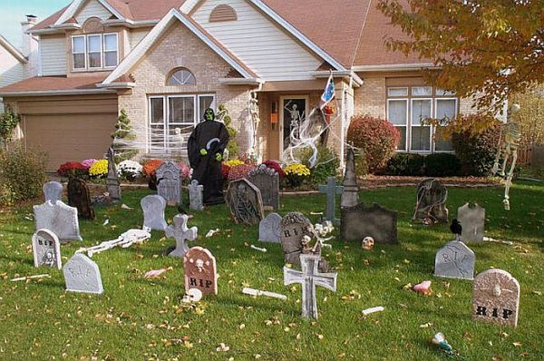 13 halloween front yard decoration ideas for Decoration exterieur halloween