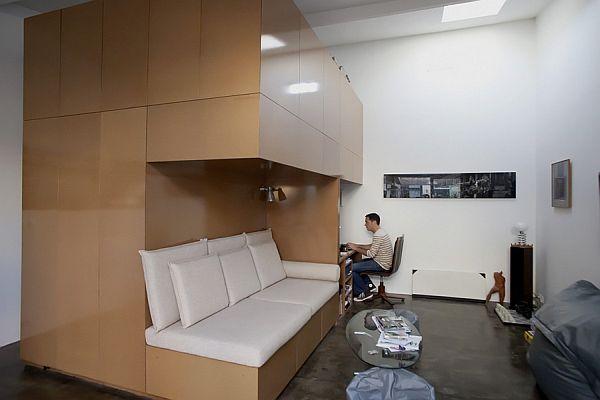 garage converted to bachelor pad in bordeaux. Black Bedroom Furniture Sets. Home Design Ideas