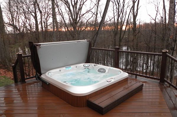 8 ways to place your original outdoor jacuzzi. Black Bedroom Furniture Sets. Home Design Ideas