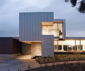 Dynamic residence in Beaumaris, Australia