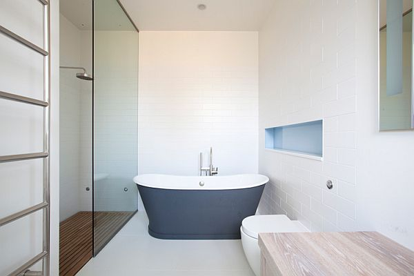 Contemporary London residence bathroom