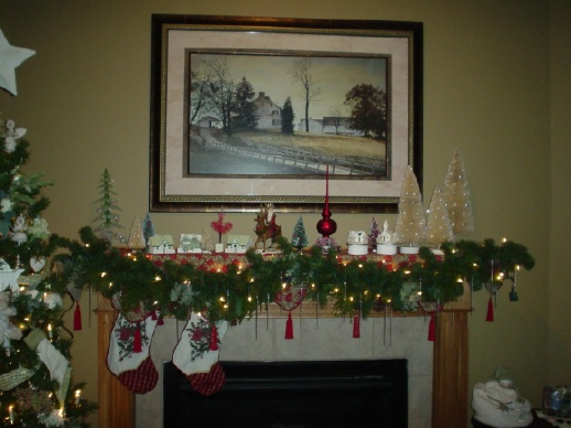 40 christmas fireplace mantel decoration ideas for How to decorate a fireplace for christmas