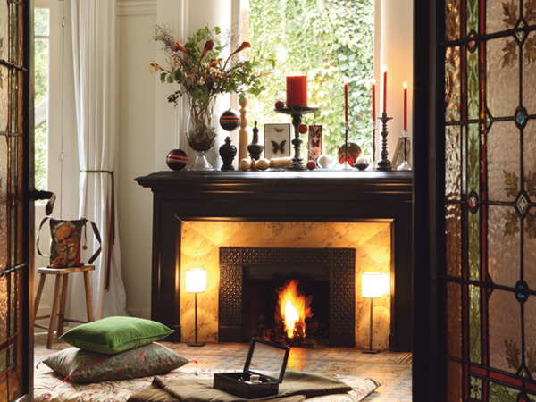 40 christmas fireplace mantel decoration ideas. Black Bedroom Furniture Sets. Home Design Ideas