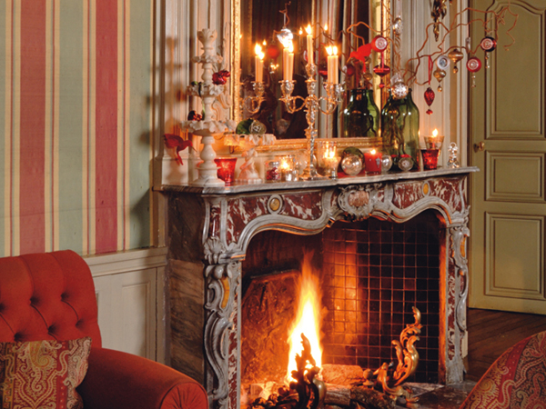 view in gallery - Christmas Fireplace Decorating Ideas